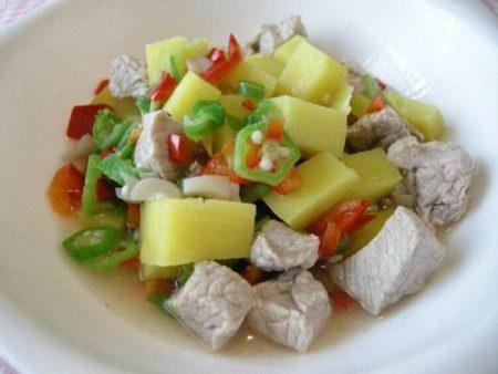 犬のごはん人気レシピ豚肉とサツマイモのごろごろご飯