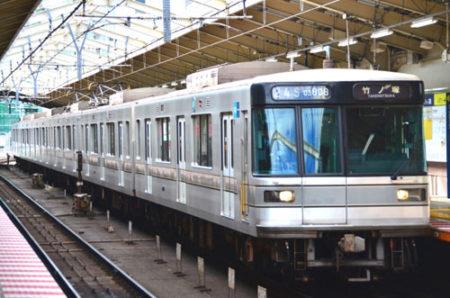 犬を東京メトロの電車に乗せる