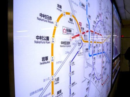 犬を名古屋市交通局地下鉄の電車に乗せる