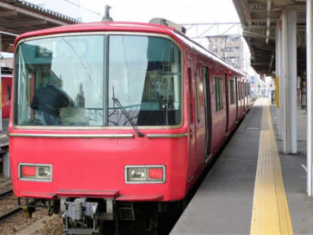 犬を名古屋鉄道の電車に乗せる