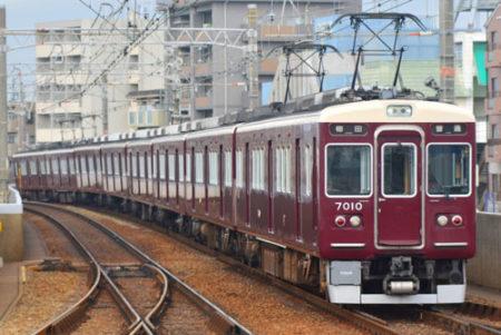 犬を阪急電車に乗せる